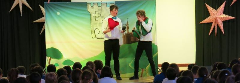 Interacting English Theatre