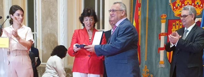 Distinción Orden Civil Alfonso X el Sabio a Carlos Sierra, presidente de Echeyde